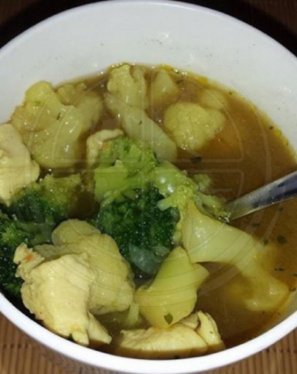 Blumenkohl-Brokkoli-Curry-Suppe
